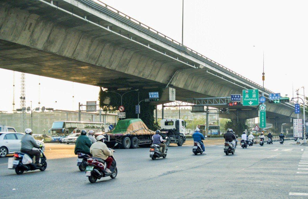 房仲業者觀察,潮州位處屏東中心位置,88快速道路開通後後,縮短往返高雄路程,也帶...
