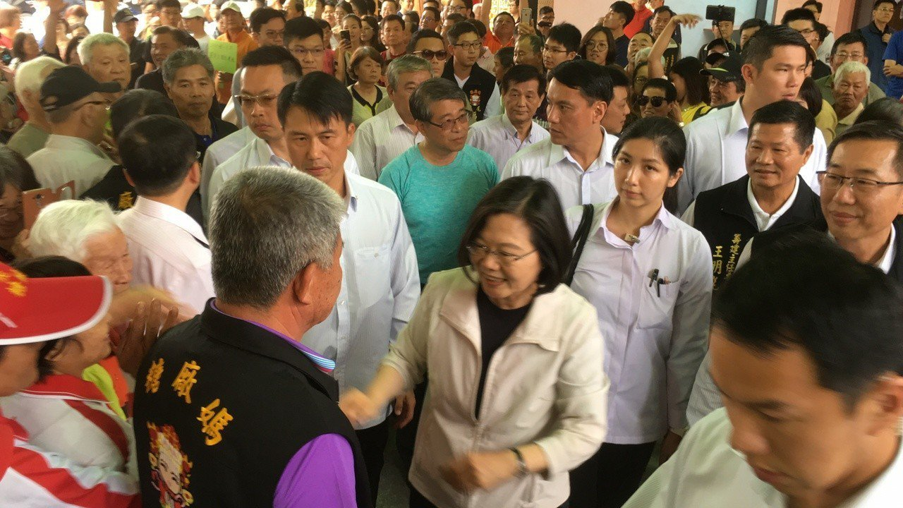 總統蔡英文到雲林走訪,受到支持者熱情歡迎。記者陳雅玲/攝影