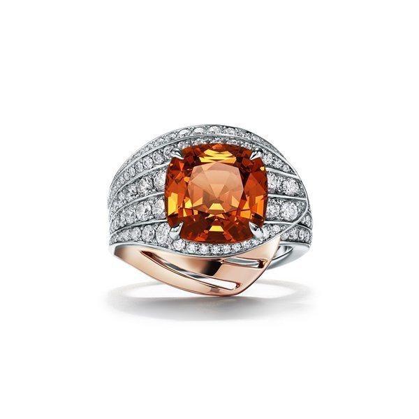 RAIN配戴四季之彩高級珠寶系列,鉑金與18K玫瑰金鑲嵌主石逾6克拉枕形切割錳鋁...