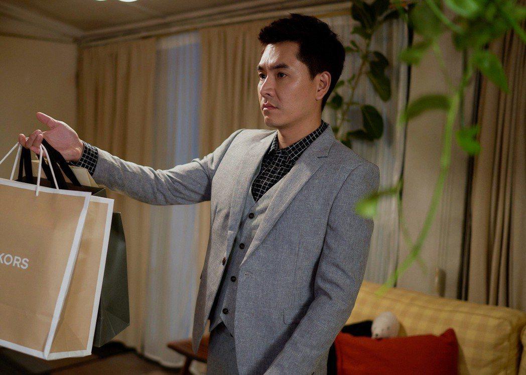 王傳一演出「愛情白皮書」對王淨發動追求攻勢。圖/東森提供