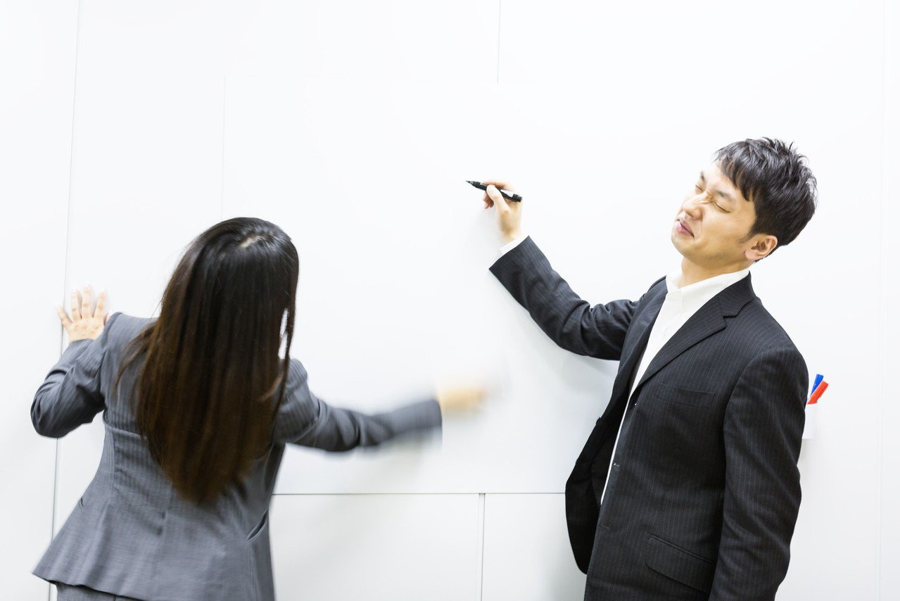 職場上很多事情,不要太認真。圖/摘自pakutaso