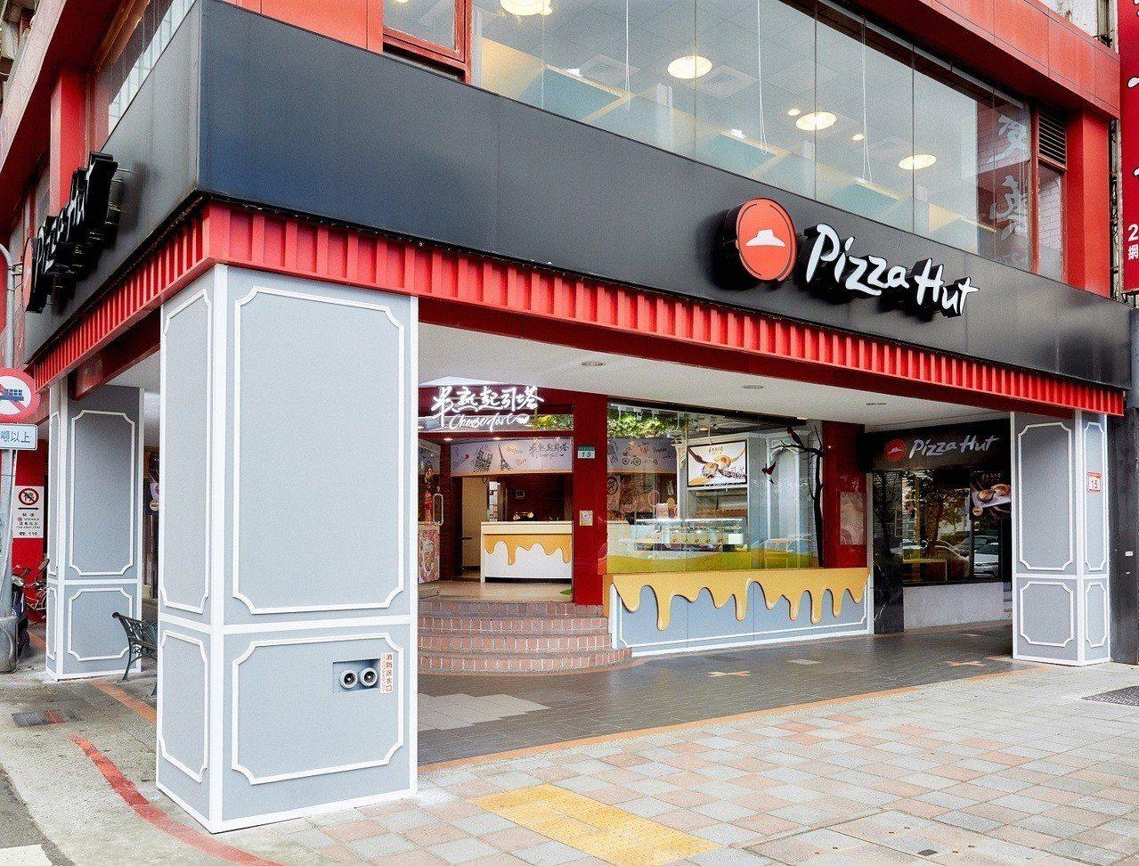 「半熟起司塔體驗店」日前在敦北小巨蛋商圈正式開幕。圖/必勝客提供