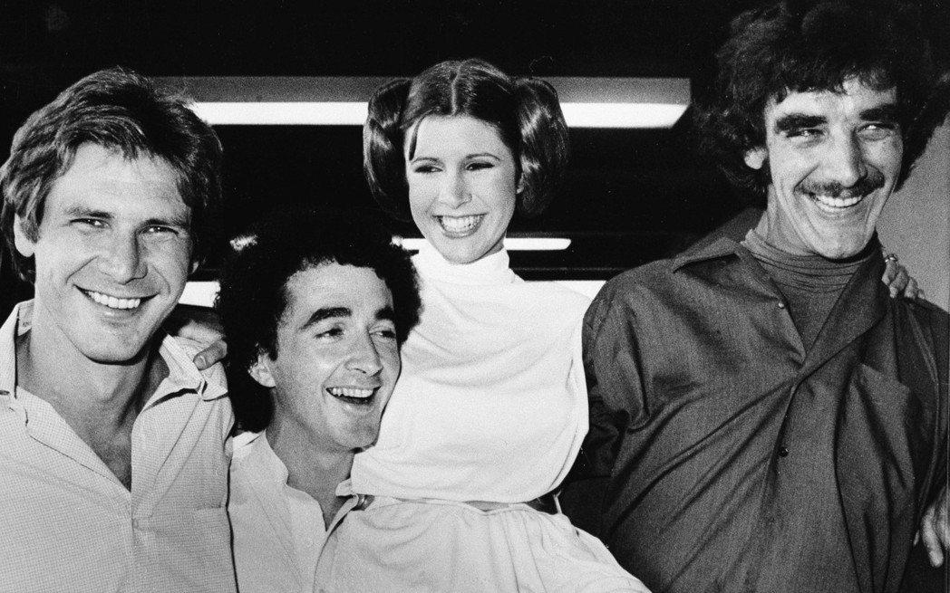 哈里遜福特(左起)、安東尼丹尼爾絲、嘉莉費雪、彼得梅休曾經一起合作「星際大戰」片...
