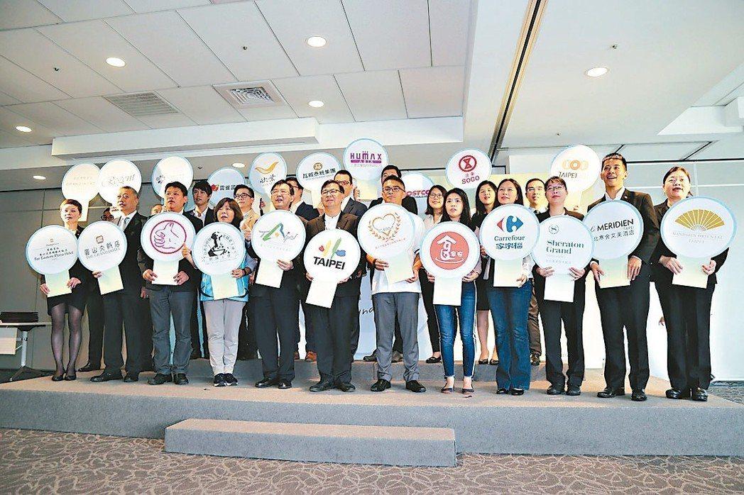 北市府昨領頭19企業、123家餐廳簽惜食公約。 記者魏莨伊/攝影