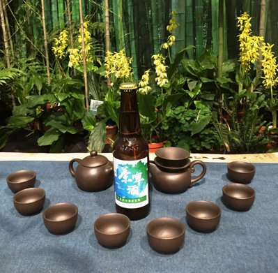 台灣茶改場「留香」技術,讓茶香露變身茶香啤酒。圖/台灣茶改場提供