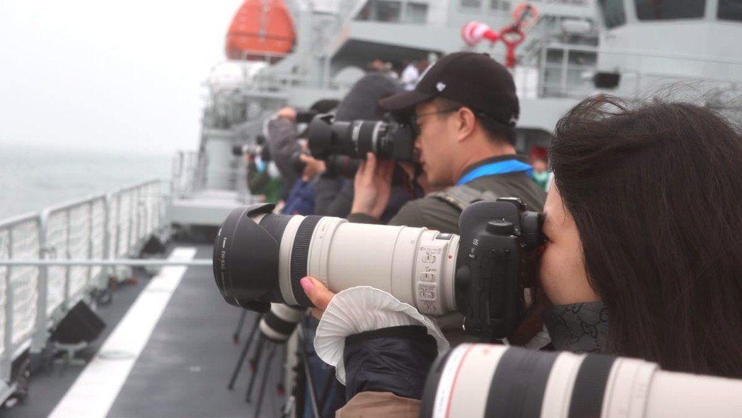 中共軍方首次開放台港澳媒體聯合登艦採訪,展現開放性與透明度。特派記者林庭瑤/攝影