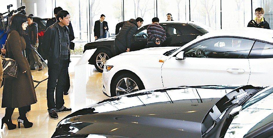 汽車經銷商的虧損面擴大,與車市的整體下滑不無關係。 新華社