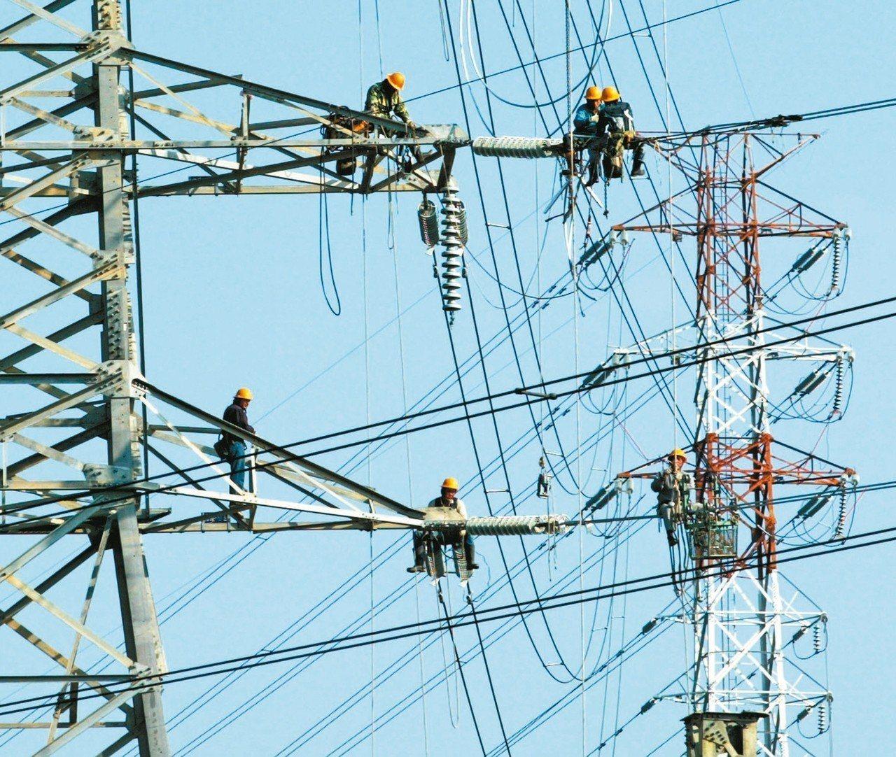 經濟部表示,台糖、台電、中油及台水起薪約3萬6000元至3萬9000元不等。 圖...