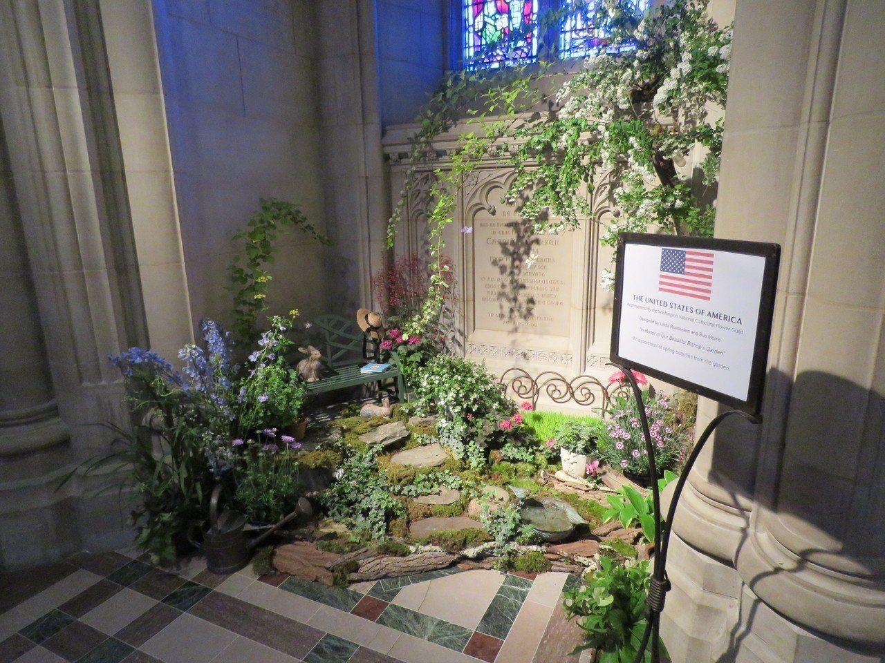 華府國家大教堂3日至4日舉辦花市活動,多國參加其中的國際花卉展。圖為美國參展作品...