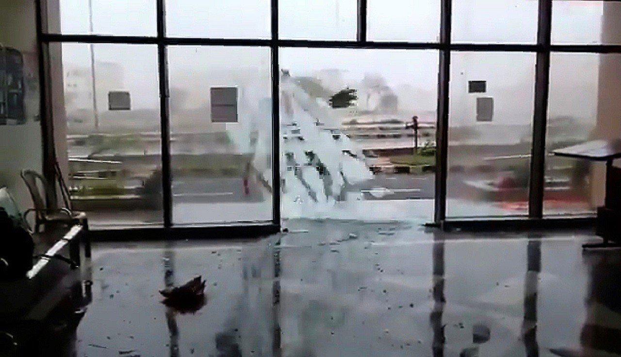 強烈熱帶氣旋「法尼」3日挾帶強風豪雨登陸印度奧里薩邦,圖為該邦首府布巴內斯瓦爾(...