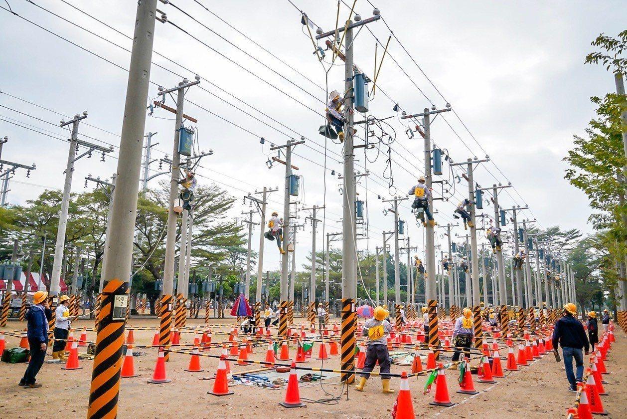 台電今年將再招考超過800名新人,其中最多的配電線路維護類就有419個名額。 圖...