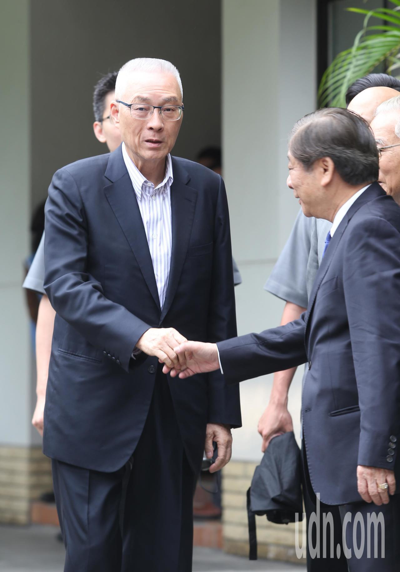 國民黨主席吳敦義(左)下午出席「五四運動100週年紀念會」。記者林澔一/攝影