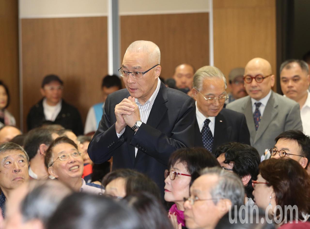 國民黨主席吳敦義(前)下午出席「五四運動100週年紀念會」。記者林澔一/攝影