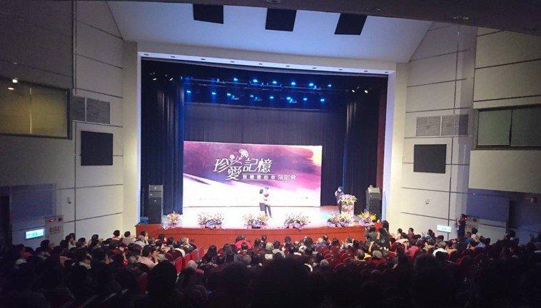 台灣失智症協會今舉辦活動,會中有一段照顧者分享時間,張小姐(化名)講起去年才發生...
