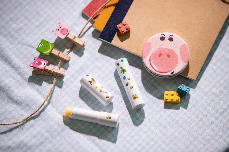 FreshO2玩具總動員感應換色潤唇棒雙入組+火腿豬隨身鏡,定價1,397元、F...