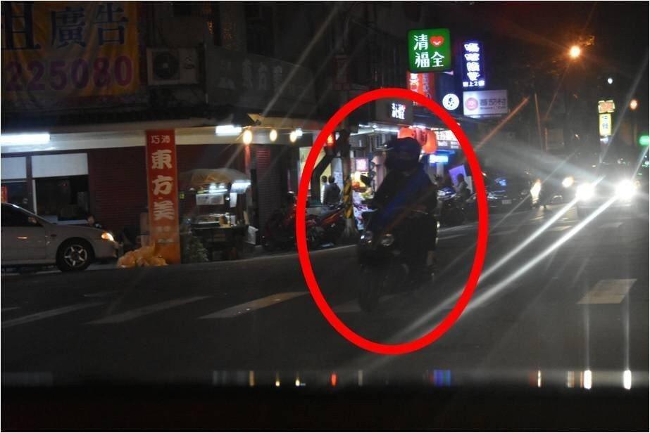 宜蘭縣政府警察局發現,部分汽機車駕駛人在夜間行駛時未開啟頭燈,致使用路人不易察覺...