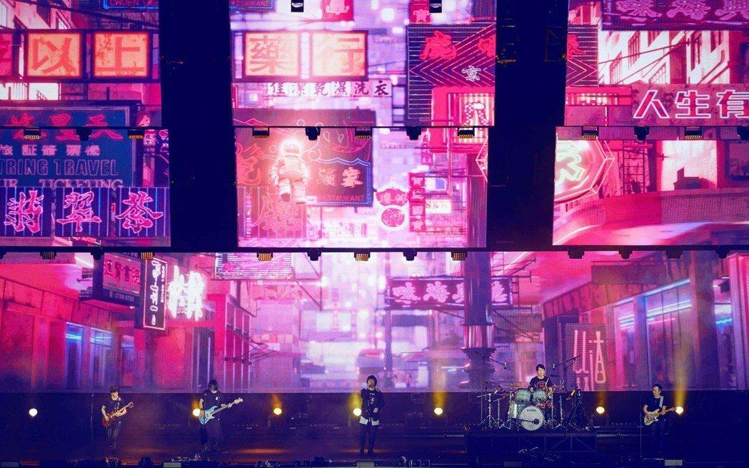 五月天重回出道初期「藍色三部曲」,3日到12日共6場在香港開唱。圖/相信音樂提供