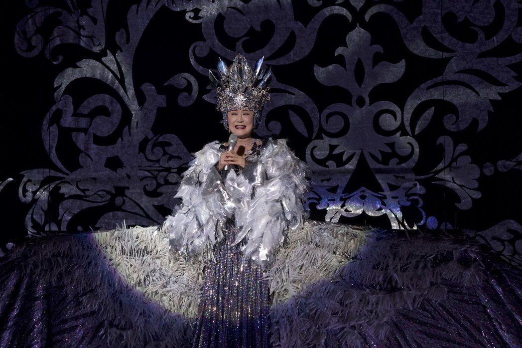 小林幸子演出服裝令人嘆為觀止。圖╱第一娛樂提供