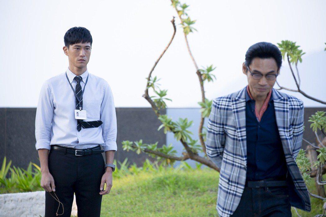 鍾承翰(左)、夏靖庭在劇中有一番理想與現實對話。圖/華視提供