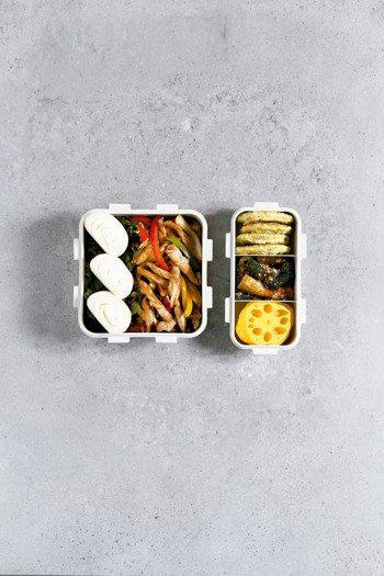 炒甜椒什錦鮮蝦花椰菜煎餅 圖╱摘自采實文化出版《週間便當》