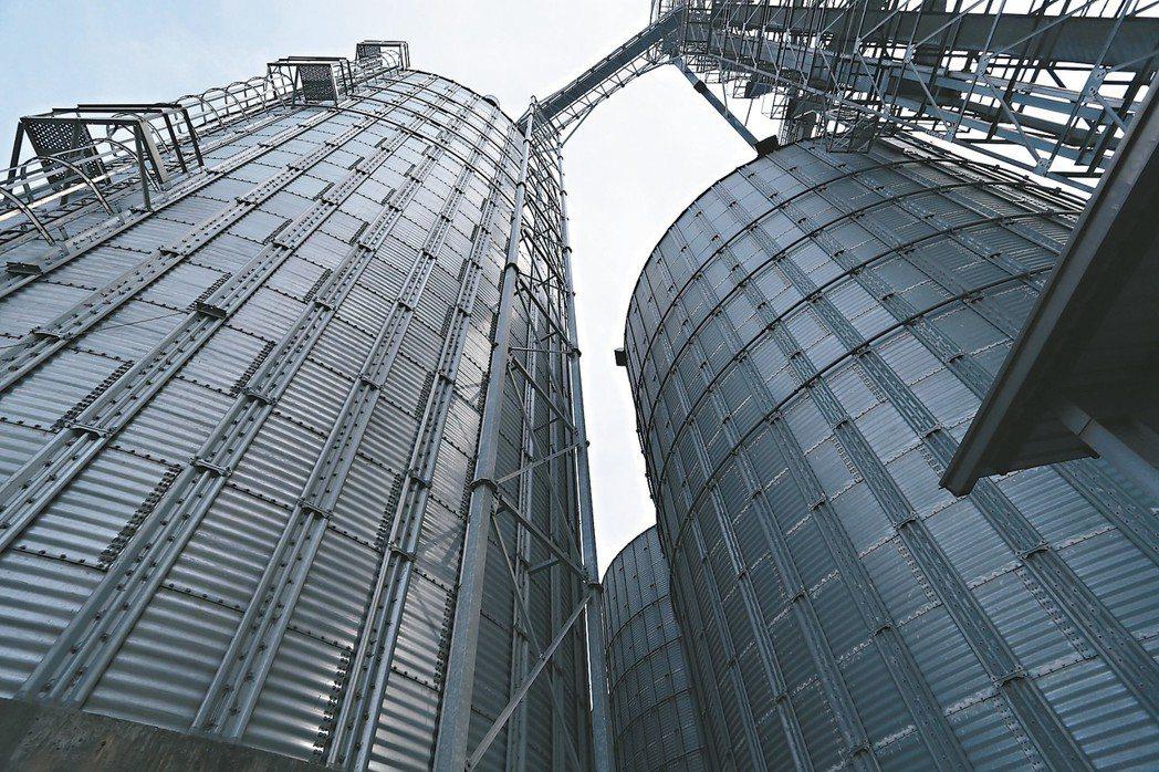 豐盟麵粉現代化穀倉。 記者劉學聖/攝影