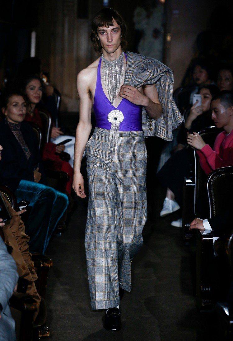 從設計風格來看,Gucci也是最能闡述「坎普」風的品牌之一。圖/Gucci提供