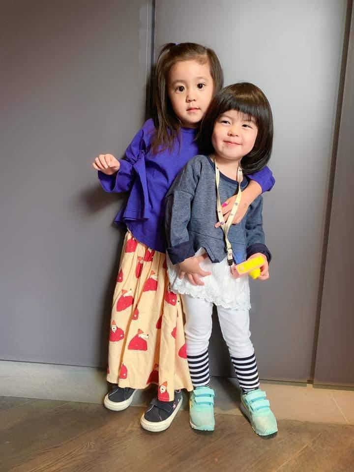 咘咘(左)、Bo妞搞怪笑翻網友。圖/摘自臉書