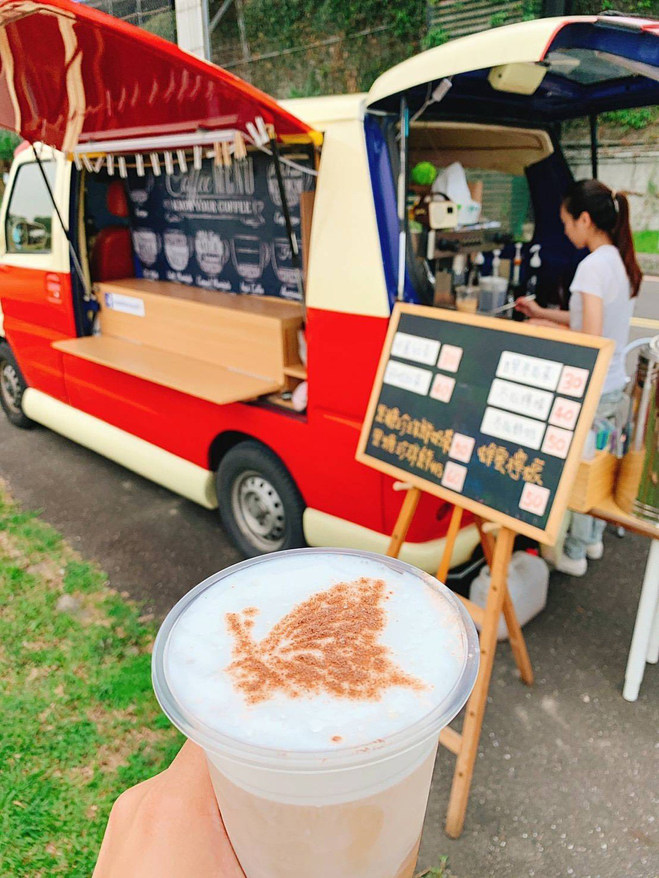 每逢週末假日時,還會特別邀請販售以蝴蝶為主題的雞蛋糕及咖啡創意行動餐車業者到蝴蝶...