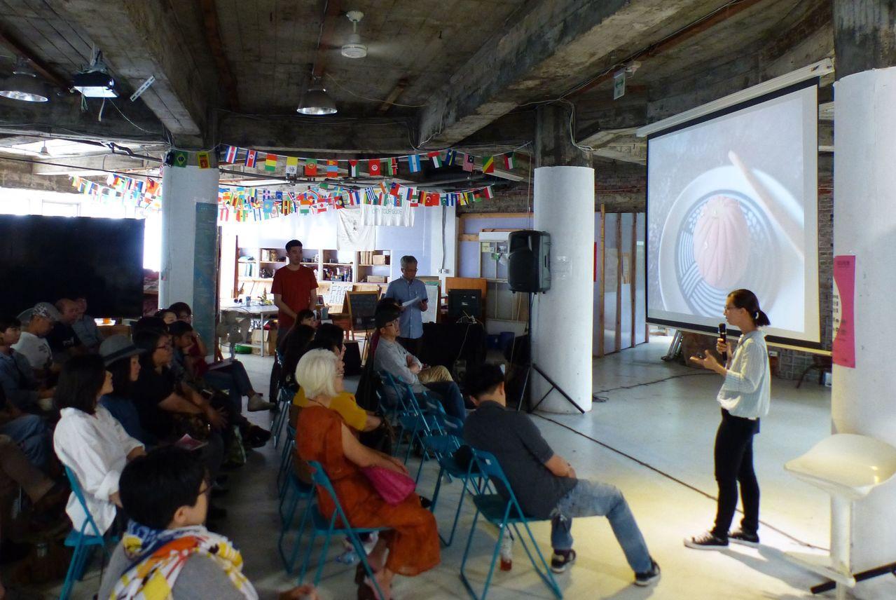 旬食Studio Shun業者蔡孟珊(右)分享與台中市中區繼光工務所共用一樓餐廳...