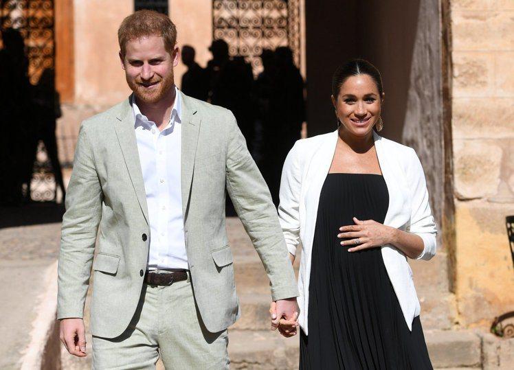英國薩塞克斯公爵夫人梅根與丈夫哈利王子的感情相當好。(路透)