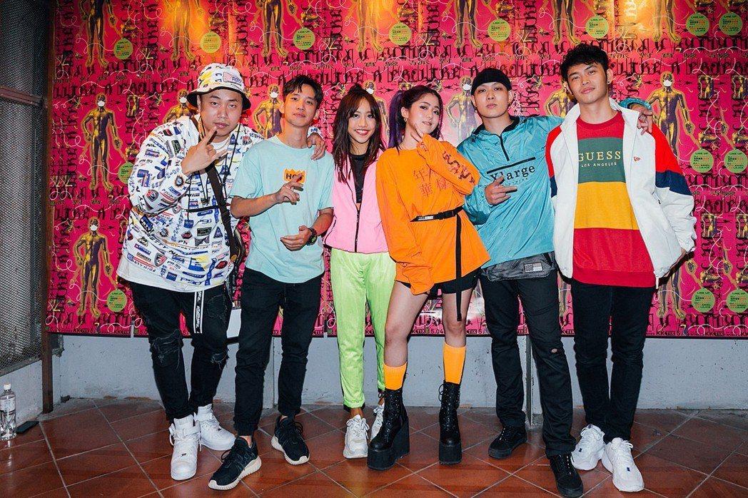 Tipsy(左起)、丁培、蔡佩軒、Ray Ray、趙志翰、小冰合作演出。圖/非常...