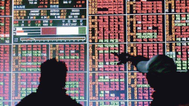 貿易戰談判不明持續影響台股,今日成交量縮小不足1,000億元,電子股仍不見起色,...