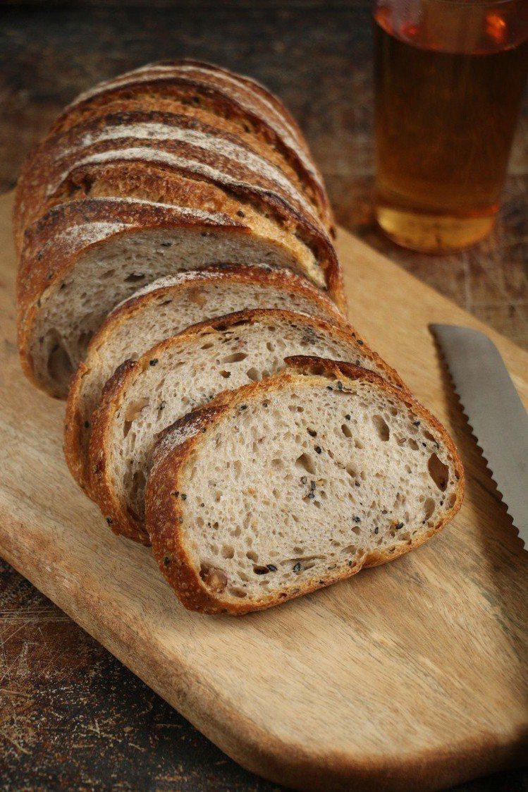 世界麵包大賽獲獎作品「魯邦麵包」售價220元。圖/Yoshi Bakery提供