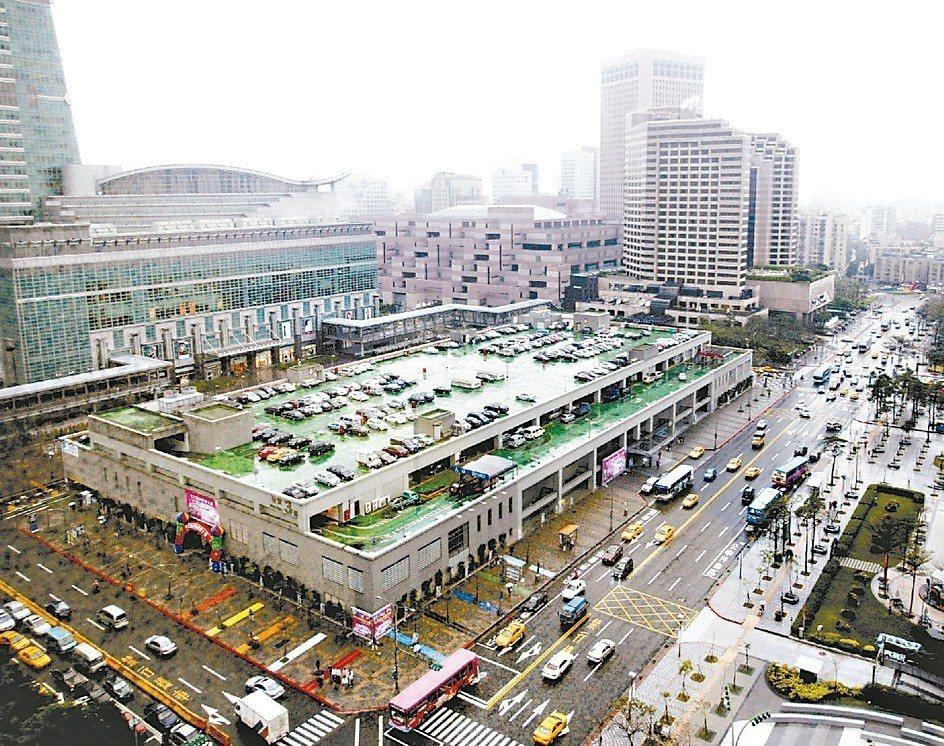 世貿三館位在一位難求的信義計畫區,只要地上權案一推出,一定會搶破頭。 本報系資料...