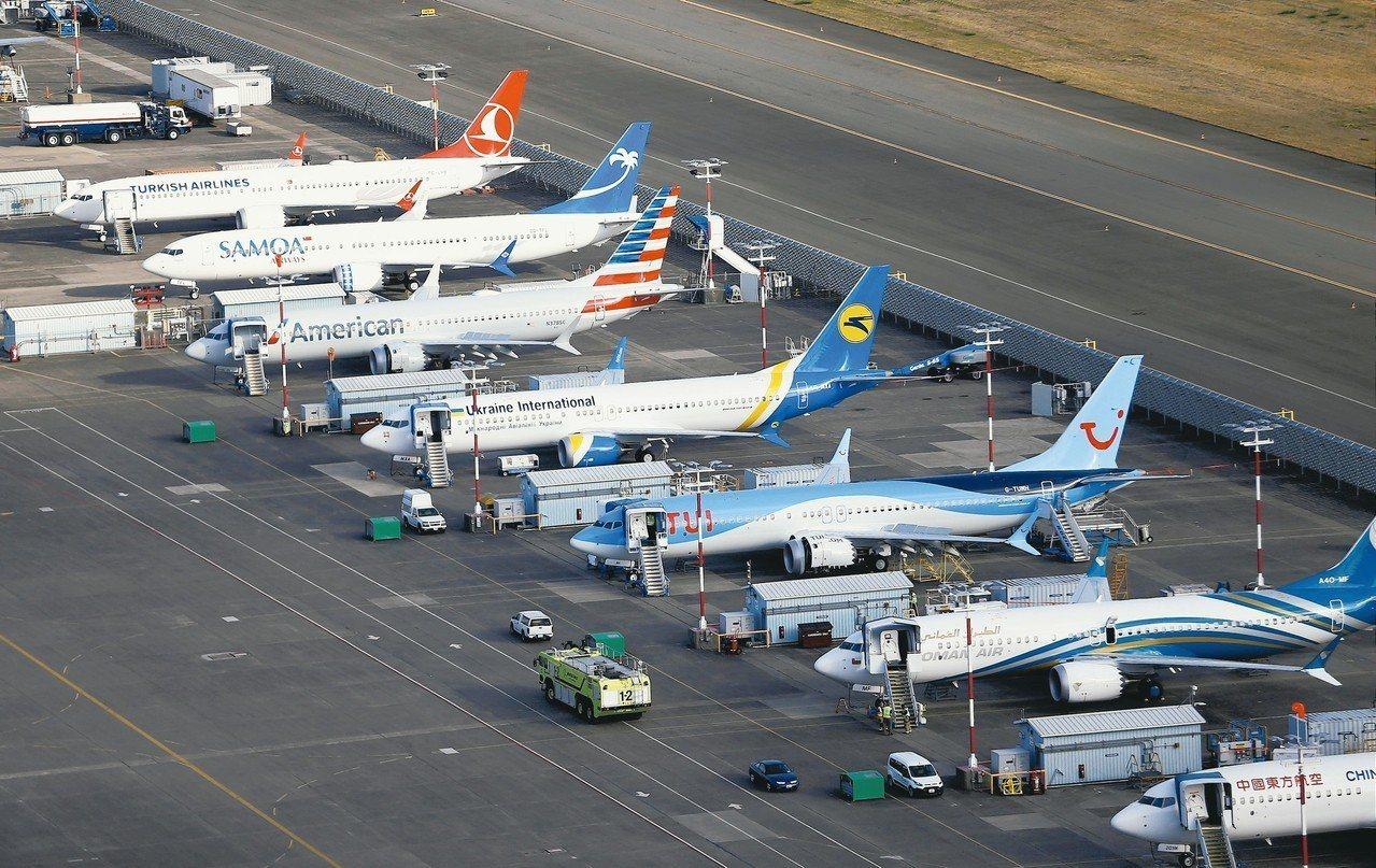 圖為一排737 MAX停放在西雅圖的波音總公司機場。 路透
