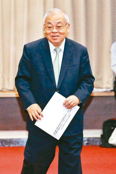 美國總統川普5日推文表示,對2000億美元中國產品加徵的懲罰性關稅稅率,將自10...