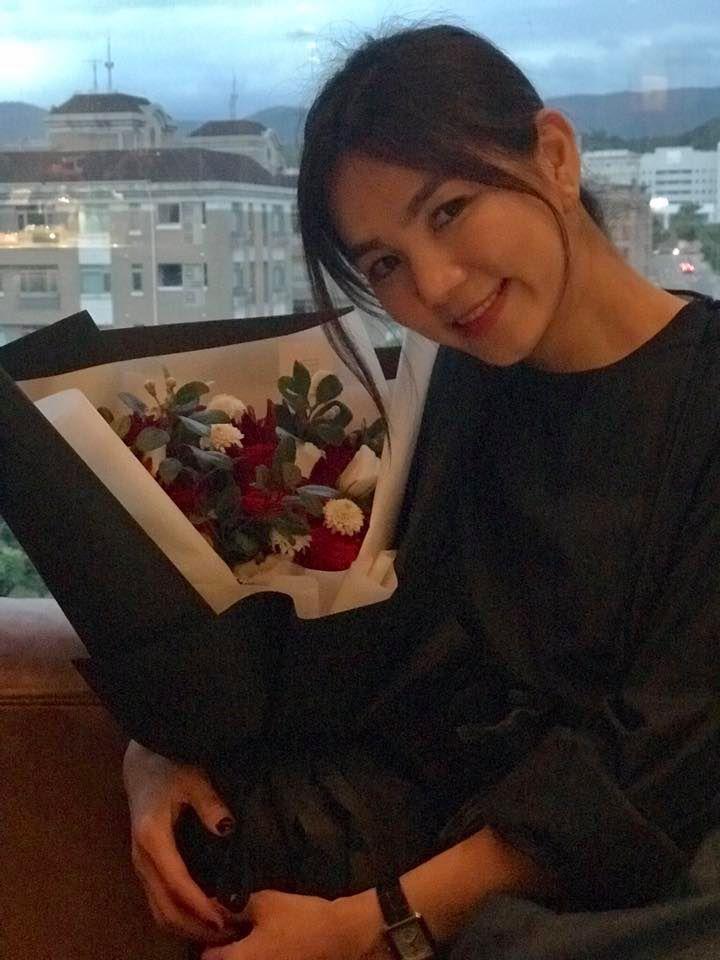 每年結婚紀念日,Ella都會收到老公送的一束花。 圖/擷自Ella臉書