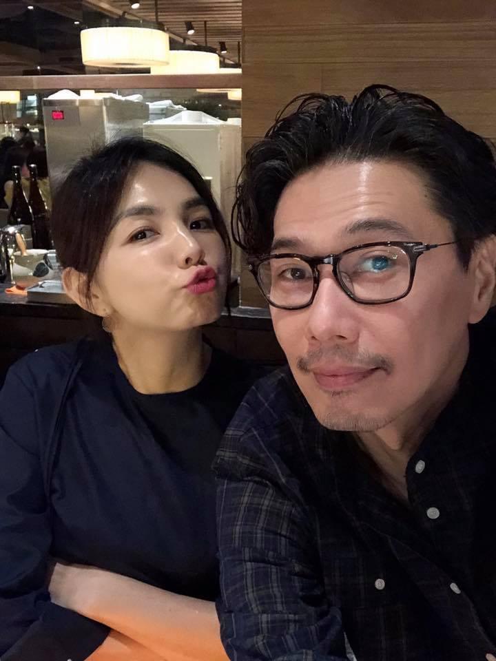 Ella與老公一起吃結婚紀念日大餐。 圖/擷自Ella臉書