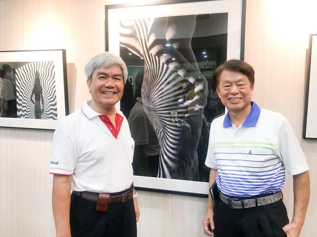 蔡敏文建築師(左)在郭正發剛學攝影時,就大方送他一整組鏡頭,是郭正發攝影之路的推...