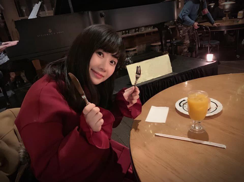 江宏傑為福原愛拍照的成果,卻不見美食鬆餅。 圖/擷自福原愛臉書