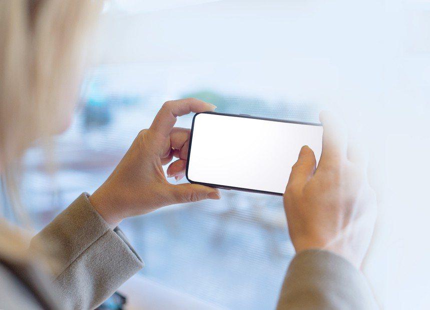 善用iPhone內建功能,可以糾出手機中「吸乾」電力的app。示意圖,圖片來源/...