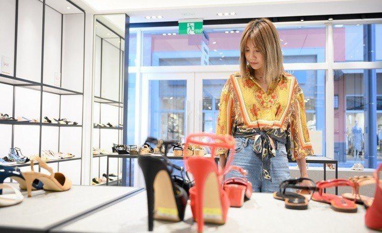 小CK的鞋款在OUTLET幾乎千元有找。圖/華泰名品城提供