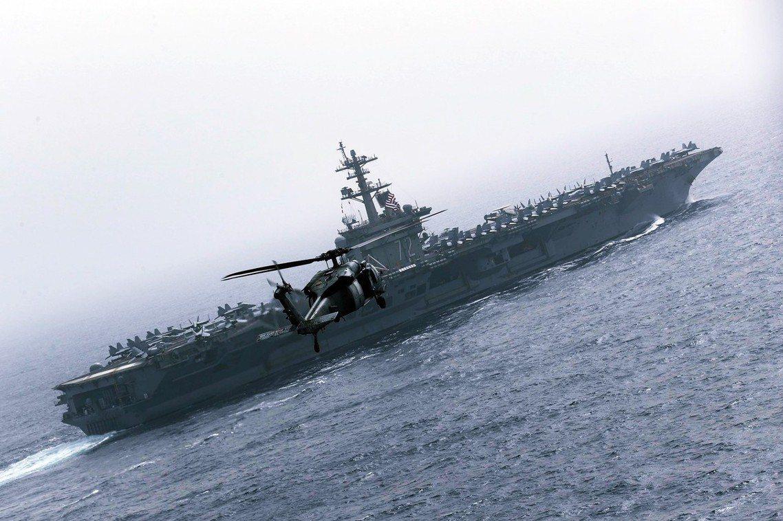 美國周日晚間極為罕見地發出大動作聲明,指美軍已緊急增派了「林肯號航空母艦戰鬥群」...