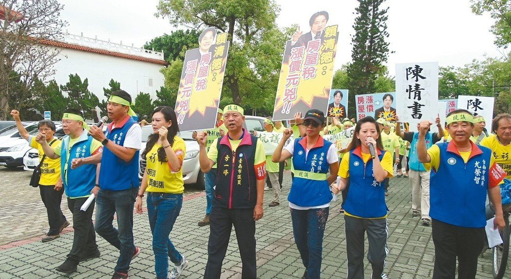 日前,台南市議員率眾抗議市府調漲房屋稅一事,遭房市專家Sway抨擊是「自私、噁心...