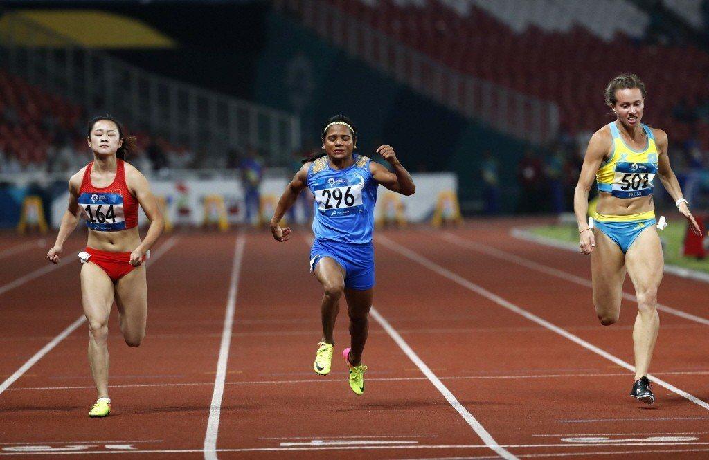 錢德(中)2015年曾狀告國際運動仲裁法庭,爭取參賽女子田徑的機會。 圖/路透社