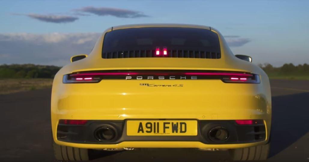 Porsche 911 Carrera 4S。 截自carwow影片