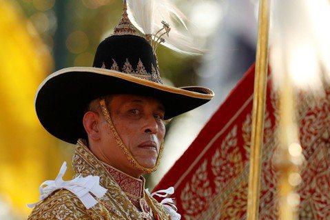 泰王拉瑪十世於5月初正式加冕,官方熱烈造勢,營造國家團結景象,但民間似乎更擔心政...