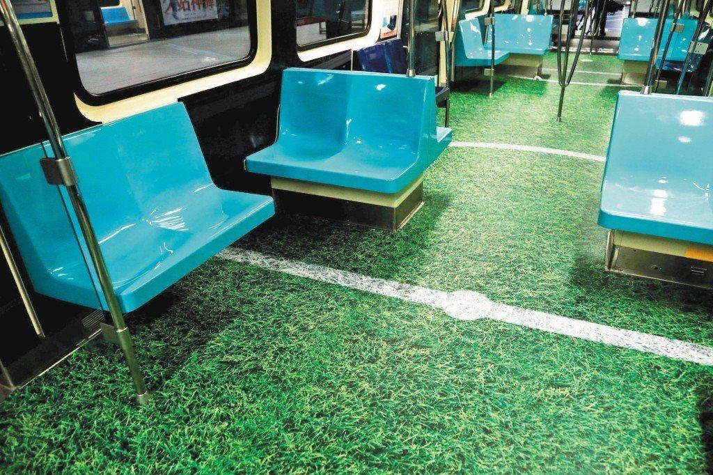 一名女網友因為身體不舒服,搭捷運時坐在椅子上卻被一名阿伯嗆讓座。 路透