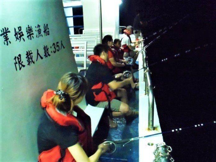 ▲花蓮石梯坪玩法-夜釣體驗。(圖/Tripbaa趣吧!亞洲自由行專家)