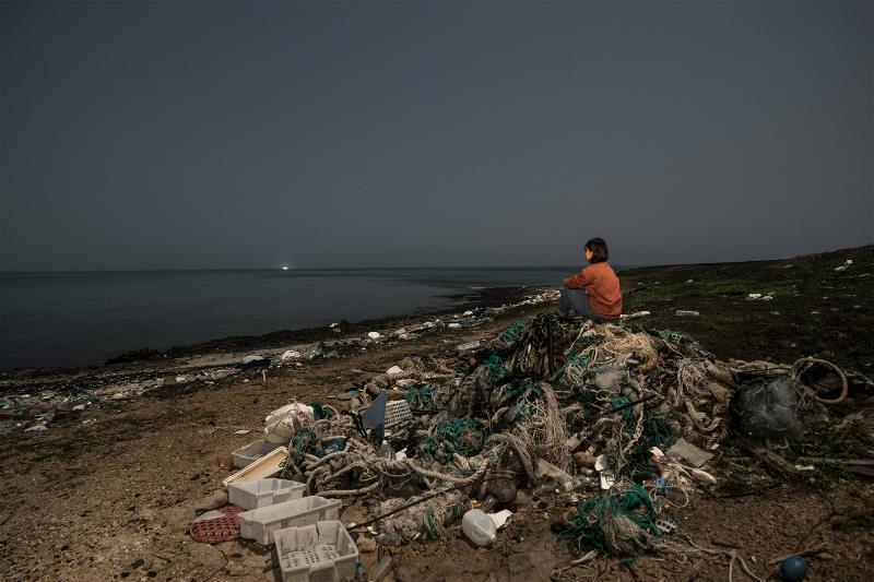 學界研究,每年約有八百多萬噸的「塑膠垃圾」被丟進海洋;聯合國預估,到了2050 ...